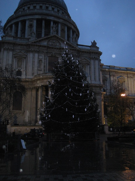 St pauls xmas tree vertical